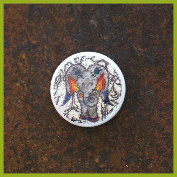 Anstecker / Magnet - Radierung - Ein Schmetterfant muss nicht groß sein um groß zu sein!